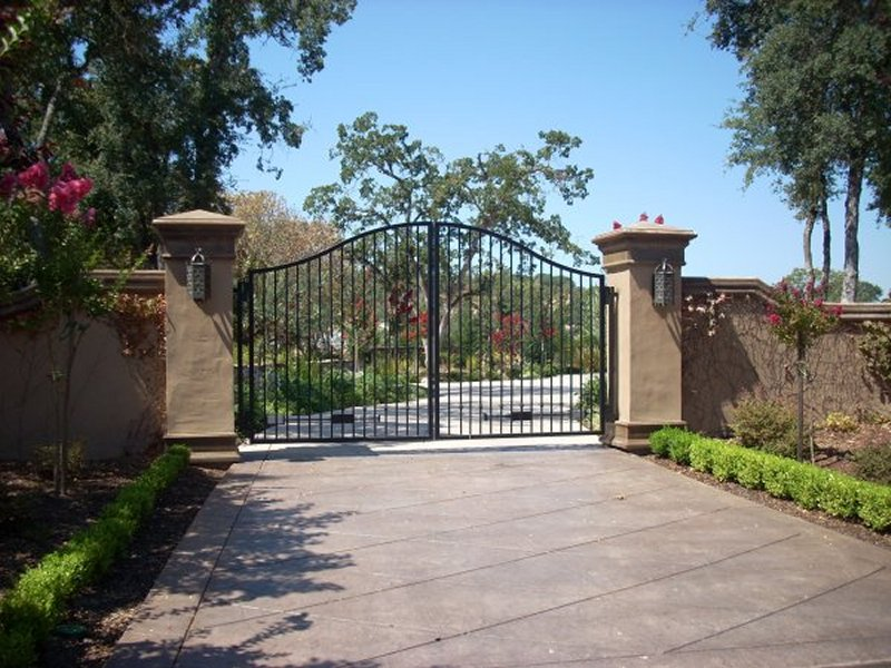 Arched entry gates